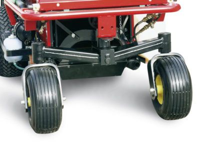 Axle with two wheels, for better stability with the collector lift and easier loading/unloading of the unit.